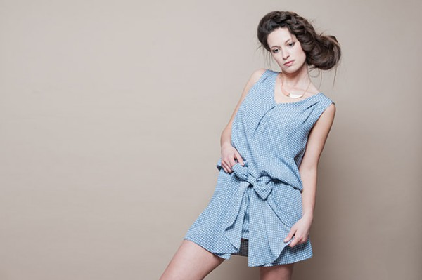 Accessoiriser une robe bleu ciel