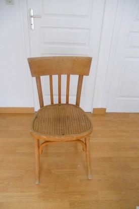 diy d co pour relooker une chaise en bois l 39 agenda de la nantaise. Black Bedroom Furniture Sets. Home Design Ideas