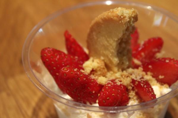 Menu végétarien Graines d'Ici - verrine fraise 800x533 px